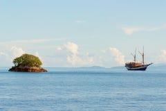 Islay en oud schip Stock Foto's