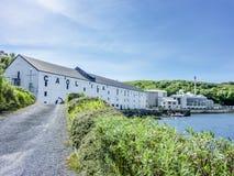 Islay, Escócia - 2 de junho de 2014: Uísque que armazena nas casas de Caol Ila Fotografia de Stock Royalty Free