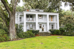 ISLE OF HOPE, GA USA - NOVEMBER 1, 2013: Historic residential district. stock photography