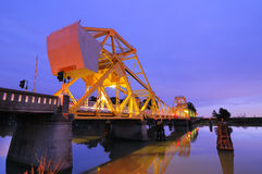 Isleton bro på skymning Royaltyfria Foton