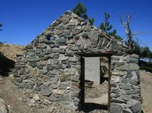 Islip Summit Cabin. Stone cabin ruins on a mountain summit, California Stock Photos