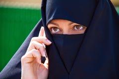 Islão do retrato do exemplo. Mulher vendada muçulmanos Fotografia de Stock