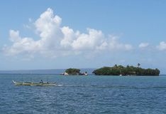 Islote en la isla de Rapu-Rapu Imagenes de archivo