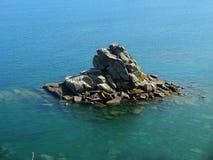 Islote rosado de la costa de Granit Imagenes de archivo