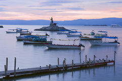 Islote y embarcadero de Chapala del lago imagenes de archivo