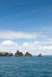 Islotes rocosos en el golfo de Hauraki Fotos de archivo libres de regalías