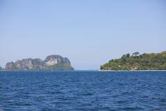 Isnland au milieu de la mer en Thaïlande Images libres de droits