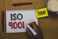 ISO 9001 del texto de la escritura de la palabra El concepto del negocio para que las organizaciones diseñadas de la ayuda asegur stock de ilustración