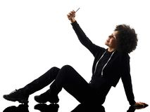 ISO joven de la silueta de la sombra del selfie del teléfono de la mujer de la muchacha del adolescente Fotos de archivo