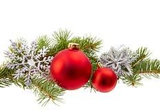 Isol διακοσμήσεων Χριστουγέννων (κλάδος έλατου, σφαίρα Χριστουγέννων, snowflake,) Στοκ φωτογραφία με δικαίωμα ελεύθερης χρήσης