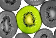 Isolação da fatia do Kiwifruit Fotografia de Stock Royalty Free