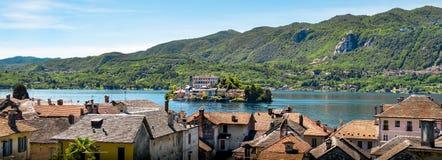Isola aerea Novara di San Giulio del lago orizzontale dell'Italia del lago Orta Fotografie Stock