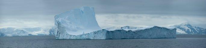 Isola antartica del ghiaccio immagine stock libera da diritti