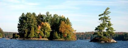 Isola in autunno Fotografie Stock Libere da Diritti