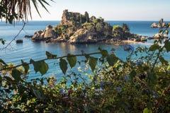 Isola Bella海滩看法在陶尔米纳,西西里岛 免版税库存照片