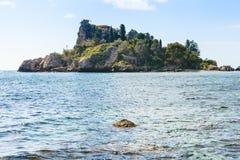 海岛在陶尔米纳手段,西西里岛附近的Isola Bella 免版税库存照片