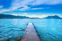 Isola Bella betonu molo w Maggiore jeziorze lub jetty, Borromean Ja fotografia royalty free