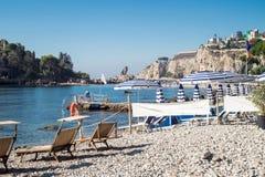 Isola Bella (den härliga ön) är en liten ö nära Taormina Royaltyfri Fotografi