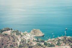 Isola Bella, härlig seascape från Taormina, Sicilien, Italien arkivbilder