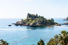 Ö Isola Bella nära den Taormina staden, Sicilien Fotografering för Bildbyråer