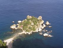 Isola Bella Taormina Sicily Italy o mar Mediterrâneo imagem de stock