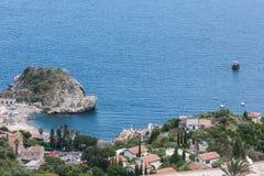 Isola Bella, visión desde arriba de, cerca de Taormina, Sicilia, Italia Imagen de archivo