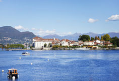 Isola Bella visto de la orilla de la ciudad de Stresa Imagenes de archivo