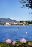 Isola Bella visto de la orilla de la ciudad de Stresa Lago Maggiore Foto de archivo