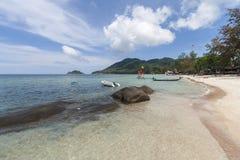 Isola bianca tropicale di Koh Tao della spiaggia di sabbia, provincia di Chumphon, Tailandia Fotografia Stock