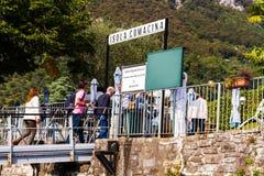 ISOLA COMACINA省在Como湖的海滨视图 免版税图库摄影
