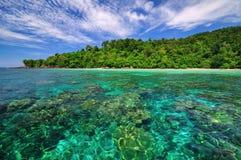 Isola con acqua del turchese Fotografia Stock Libera da Diritti