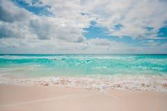 Isola con la bella sabbia bianca fotografie stock