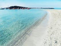Isola del Cipro del mar Mediterraneo del paesaggio della costa della spiaggia fotografia stock libera da diritti