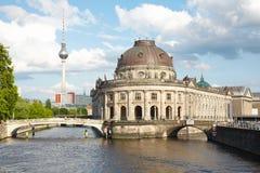 Isola del museo sul fiume della baldoria, Berlino immagini stock libere da diritti