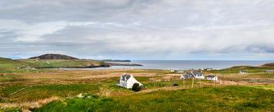 Isola del paesaggio della Scozia dello skye, case rurali immagini stock