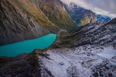 ISOLA DEL SUD, LA NUOVA ZELANDA 25 MAGGIO 2017: Bella laguna del turchese e del paesaggio, montagne vigorose coperte da neve Fotografia Stock Libera da Diritti