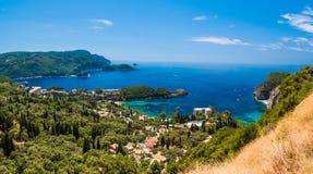 Isola della baia o Corfù di Paleokastritsa, arcipelago ionico, Grecia immagine stock libera da diritti