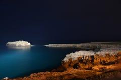 Isola della roccia di notte Immagini Stock Libere da Diritti