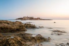 Isola delle Correnti, den mest sydliga punkten i Sicilien efter solnedgången Royaltyfri Bild