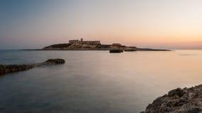 ` Isola-delle Correnti-`, der südlichste Punkt in Sizilien nach dem Sonnenuntergang Lizenzfreie Stockbilder