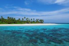 Isola delle Maldive in oceano Fotografia Stock