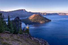 Isola dello stregone e lago del cratere Fotografie Stock Libere da Diritti