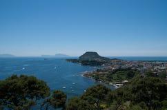 Isola di Capri e città di Bacoli Immagine Stock