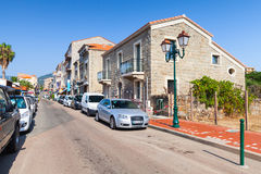 Isola di Corsica, vista della via di piccola stazione turistica Immagini Stock