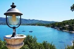 Isola di Elba, lampada del ferro, colline, barche, mare, barche, in Italia, Europa Fotografia Stock Libera da Diritti
