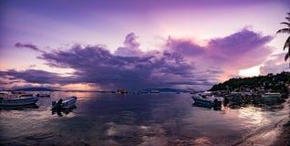 Isola di Filippine variopinta al crepuscolo Fotografia Stock