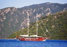 Isola di ithaki della Grecia, yacht tradizionali di navigazione Fotografie Stock