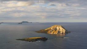 Isola di Manana fuori dalla linea costiera di Oahu, Hawai video d archivio