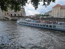 Isola di Muesum e barca, Berlino fotografie stock libere da diritti