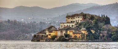 Isola di Orta San Giulio sopra il lago Orta Fotografia Stock